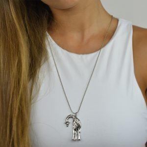 Colar em metal girafa