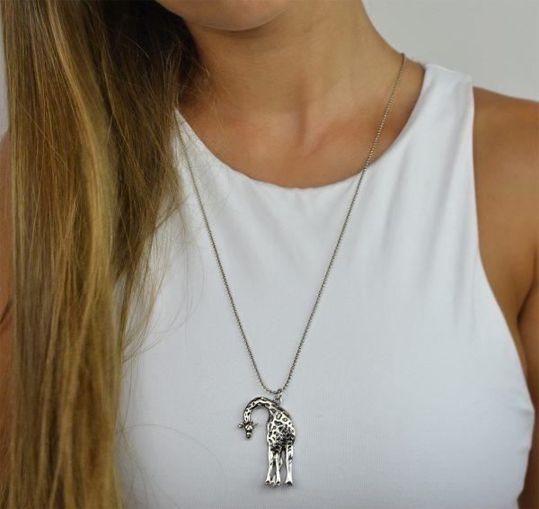 Colar em metal girafa (2)