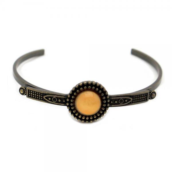 Pulseira vintage em metal trabalhado em dourado velho e com pedra redonda em acrílico colorido.