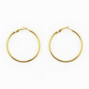 Argolas fashion em aço. Argolas em aço douradas, ideais para um look descontraído.